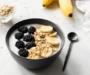 Quark Bowl mit Banane & Brombeeren